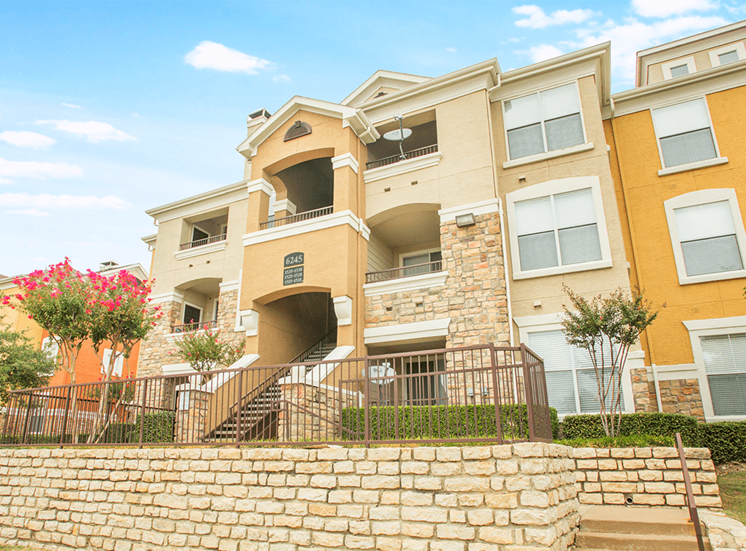 Grand Venetian apartment residences in Irving, Texas