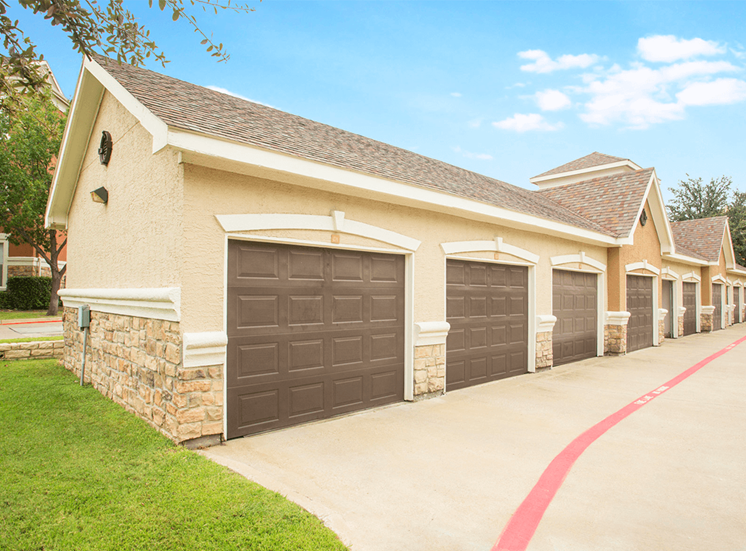 Grand Venetian apartments with detached garages in Irving, Texas