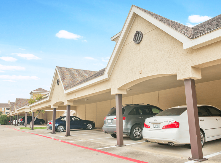 Grand Venetian apartments with covered parking in Irving, Texas