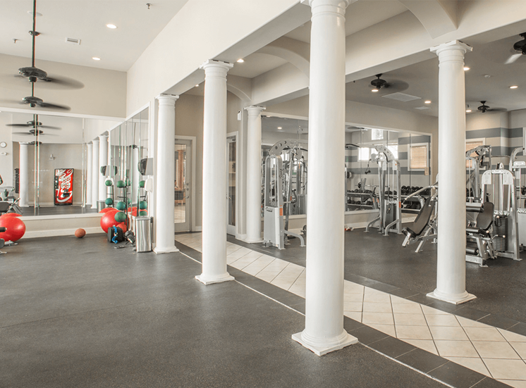 Grand Venetian apartments fitness center in Irving, Texas