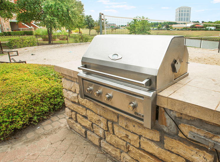 Grand Venetian apartments BBQ grill in Irving, Texas