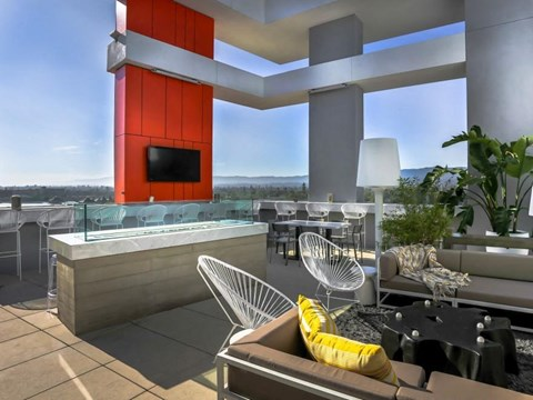 outdoor resident lounge/bar area