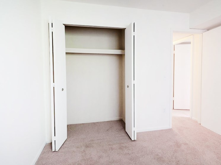 bedroom with closet in Waterford