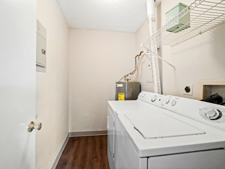 Apartment with Washer/Dryer