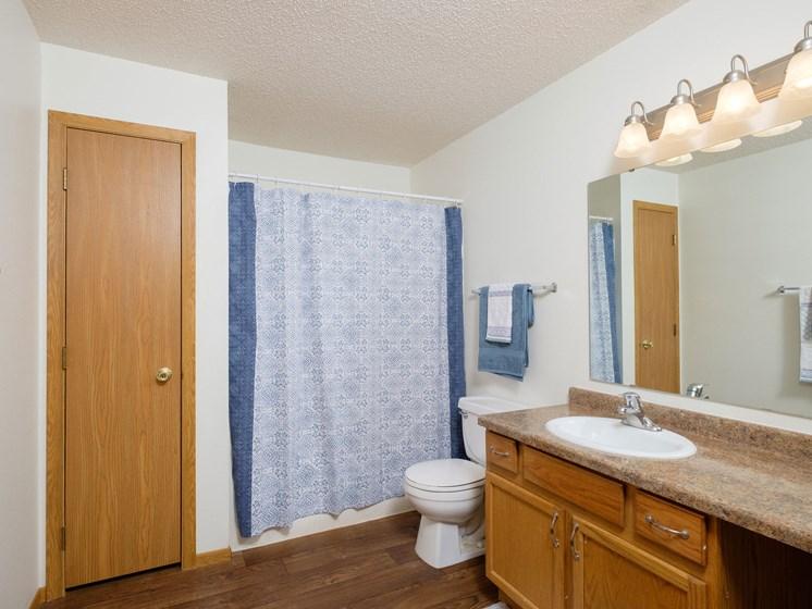 Danbury Apartments | 2 Bdrm-Bath