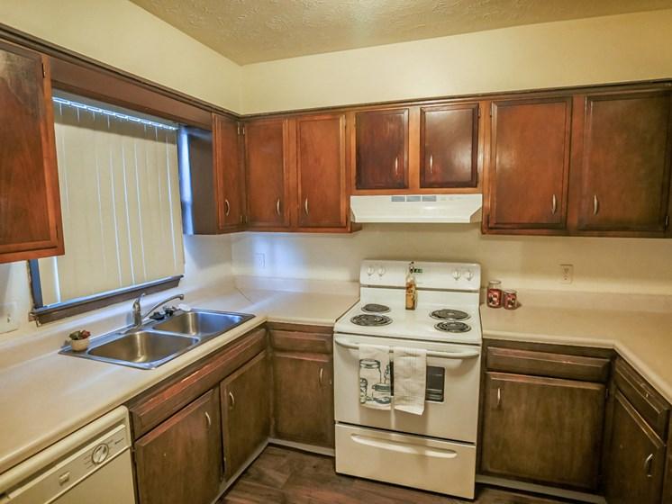 Maple Ridge Apartments | 3 Bedroom | Kitchen