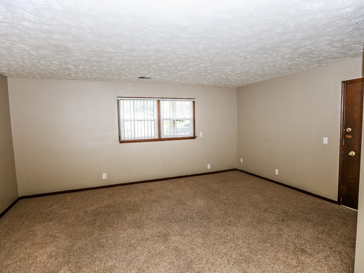 Maple Ridge Apartments | 3 Bedroom | Living Room