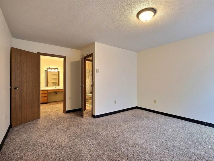 Prairiewood Meadows Apartments | 2 Bdrm - Mstr Bedroom