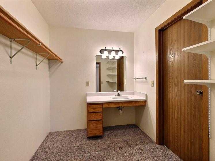 Prairiewood Meadows Apartments | 2 Bdrm - Mstr Bdrm Closet