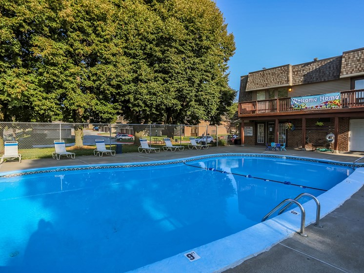 Stony Brook Apartments | Pool