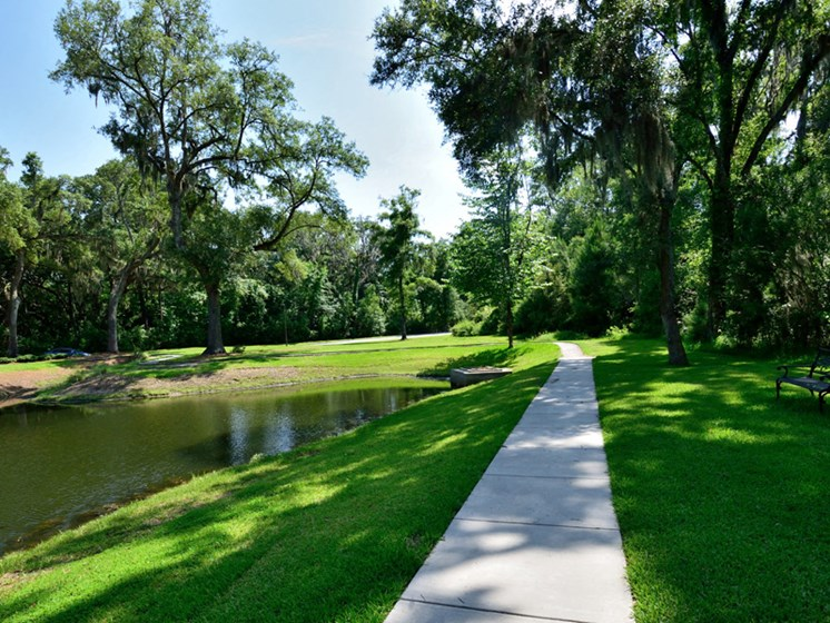 Engaging Garden Landscaping at Abberly Pointe Apartment Homes by HHHunt, Beaufort
