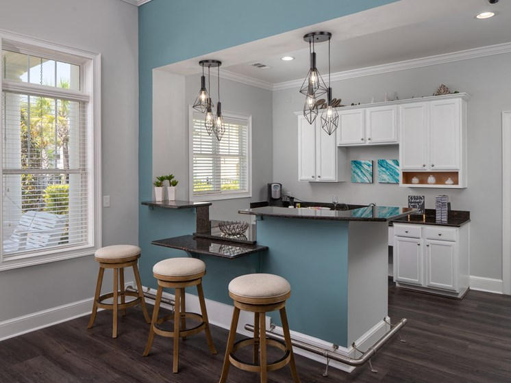 Fitted Kitchen With Island Dining at Abberly Chase Apartment Homes by HHHunt, Ridgeland, 29936