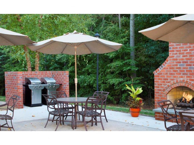 Picnic and BBQ Area at Abberly Twin Hickory Apartment Homes by HHHunt, Glen Allen, VA, 23059