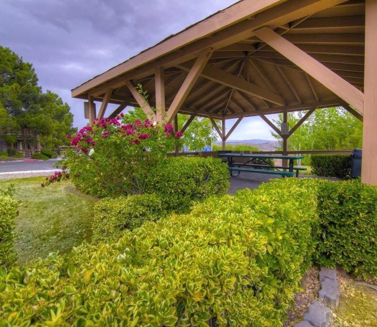 Outdoor Grills and Picnic Gazebo at Mountain View Villa Apartments, Cottonwood, AZ, 86326