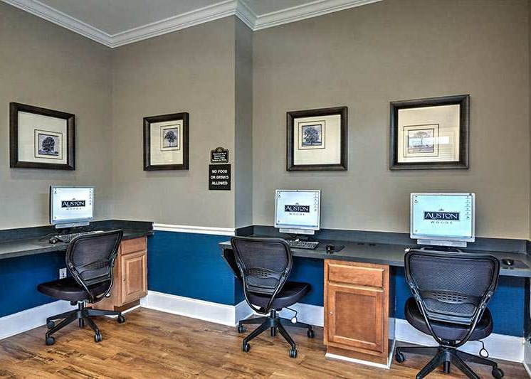 Wi-Fi lounge at Abberly Woods Apartment Homes by HHHunt, Charlotte North Carolina