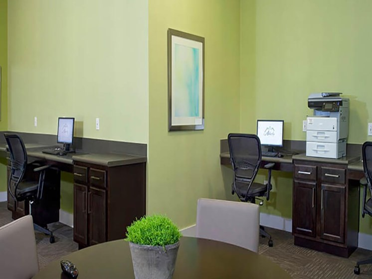 Business Center With Computers at Abberly Crest Apartment Homes, HHHunt, Maryland