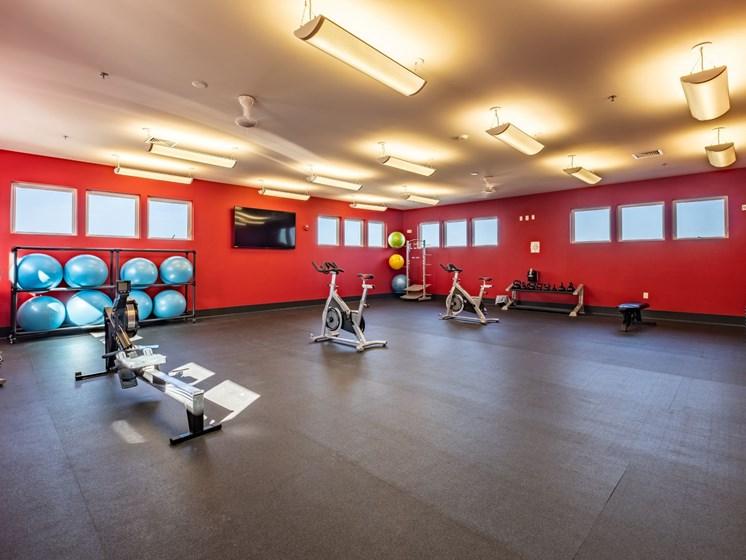 Large Fitness center at Foxridge Apartment Homes, Virginia, 24060