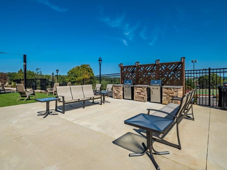 Outdoor Grilling Area at Foxridge Apartment Homes, Blacksburg, VA, 24060