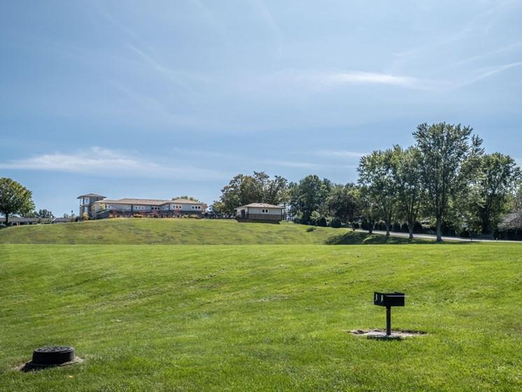 BBQ and Lawn at Foxridge Apartment Homes, Virginia, 24060