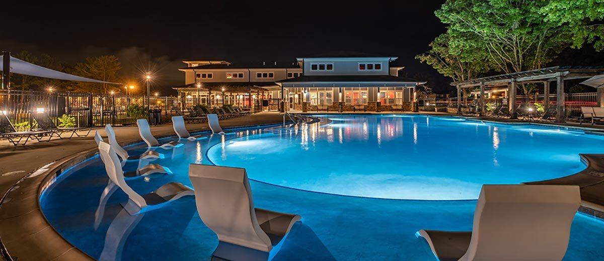 Refreshing Swimming Pool at Foxridge Apartment Homes, Virginia, 24060