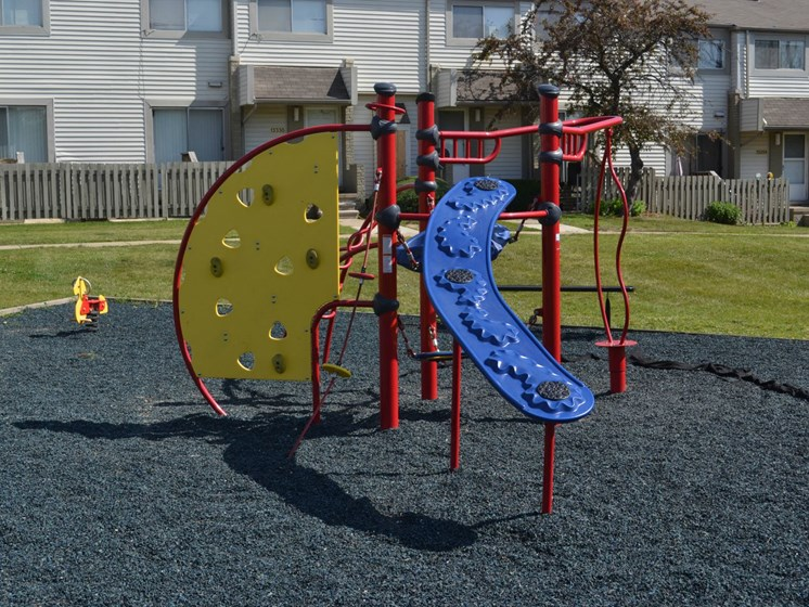 Playground - Sterling Lake Apartments - Sterling Heights, MI