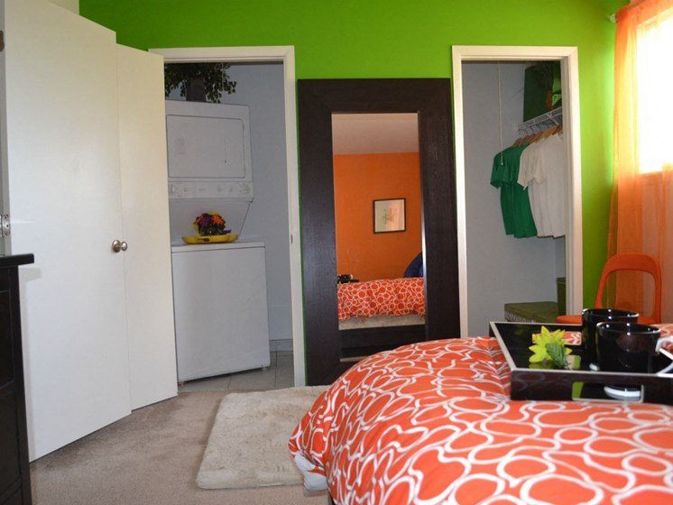 Sterling Lake Apartments - Bedroom - Sterling Heights, MI