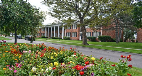 Beautiful Landscaping and Park-like Setting at Green Acres Apartments,Michigan, 48603