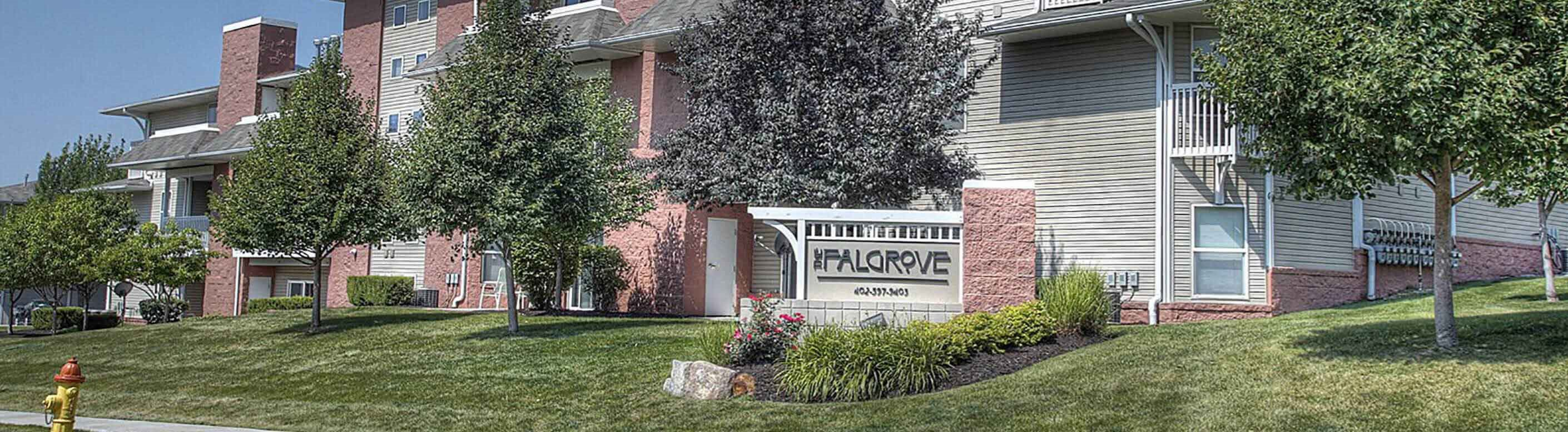 Comfortable Apartments with Thoughtful Amenities, at Falgrove, The, Omaha, NE 68137