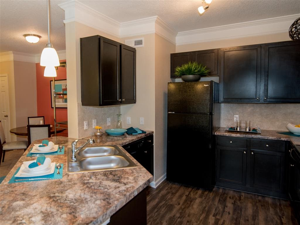 classic kitchen: sink, refrgerator, dishwsher, oven/stove, and microwave
