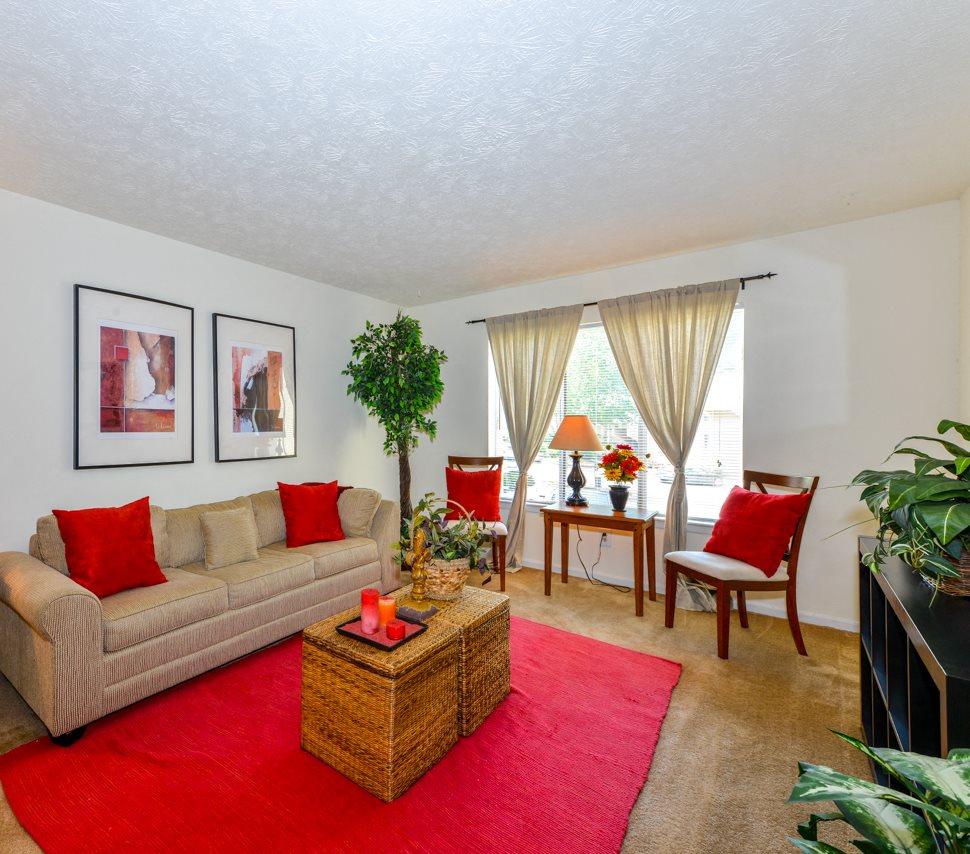 Aspen Pointe Apartment Homes | Spacious Living Room