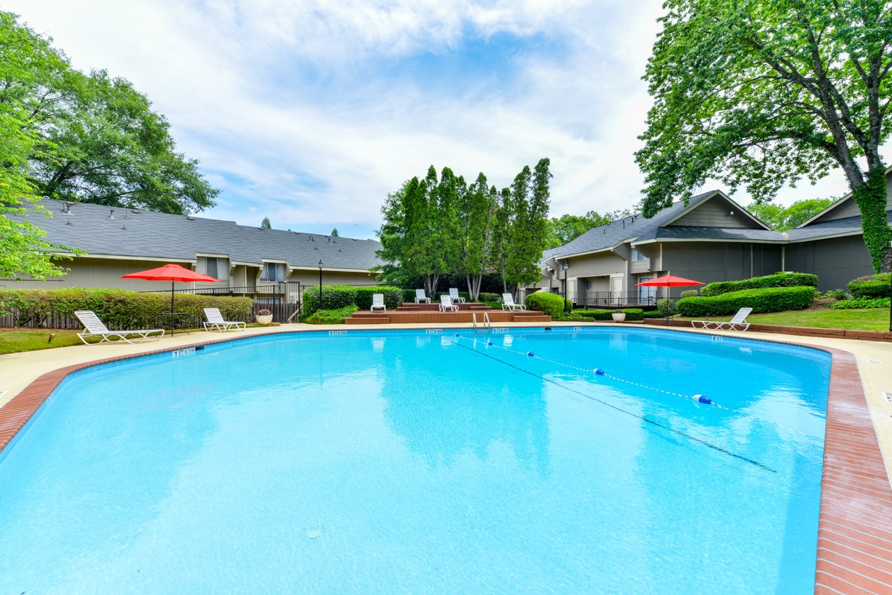 Enjoy long summer days by our sparkling swimming pool | Roswell, GA 30076