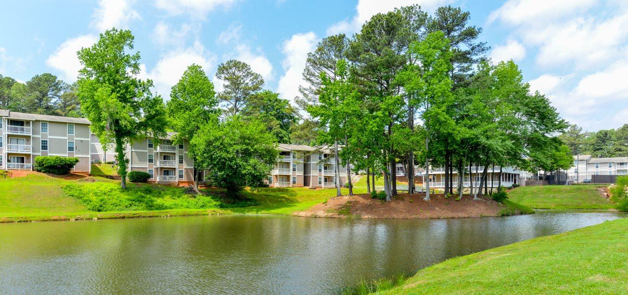 Peaceful lake views | Willow Lake Apartment Homes | Stone Mountain, GA 30083