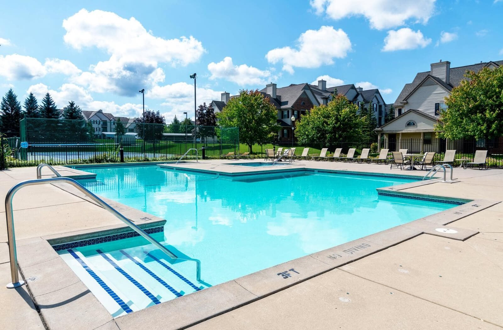 River Oaks Apartments in Kentwood, MI