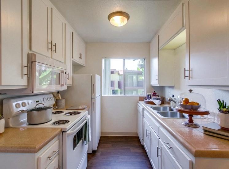 Modern and bright kitchen - Mesa Vista Apartments