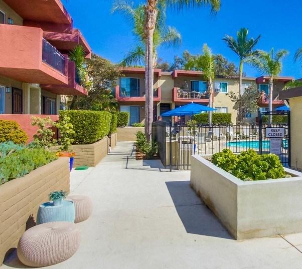 Pool and garden area Mesa Vista Apartments