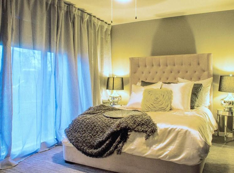 5400 Live Oak Le Parc Bedroom