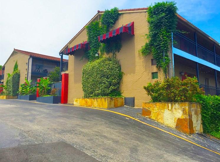 7204 Gaston Verandah Bungalows Boutique Apartment Parking