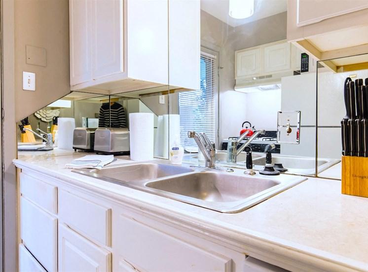 5121 Gaston Garden Villa Kitchen