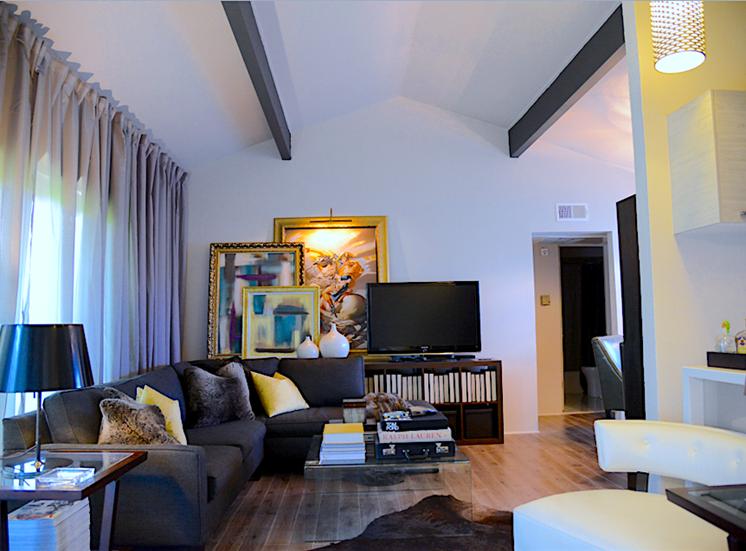 5200 Gaston Greenhouse Living Room