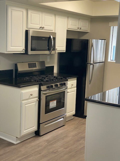 Fully Equipped Kitchen at Elmwood Gardens, Burbank, 91502