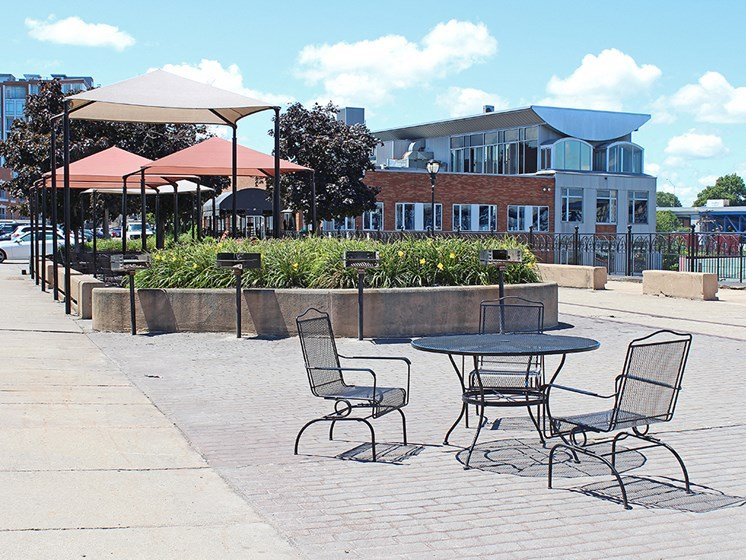 Picnic And Bbq Area at Stonebridge Waterfront, Cleveland, OH