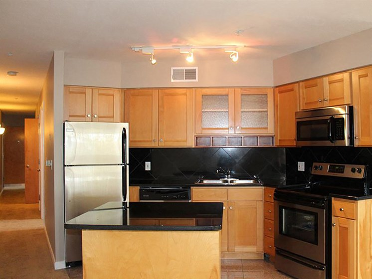 Fully Equipped Kitchen at Stonebridge Waterfront, Cleveland