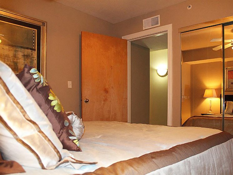 Spacious Bedroom With Comfortable Bed at Stonebridge Waterfront, Ohio