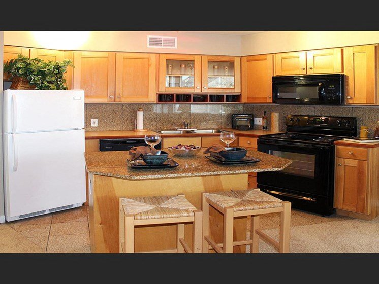 Fitted Kitchen With Island Dining at Stonebridge Waterfront, Cleveland, OH, 44113