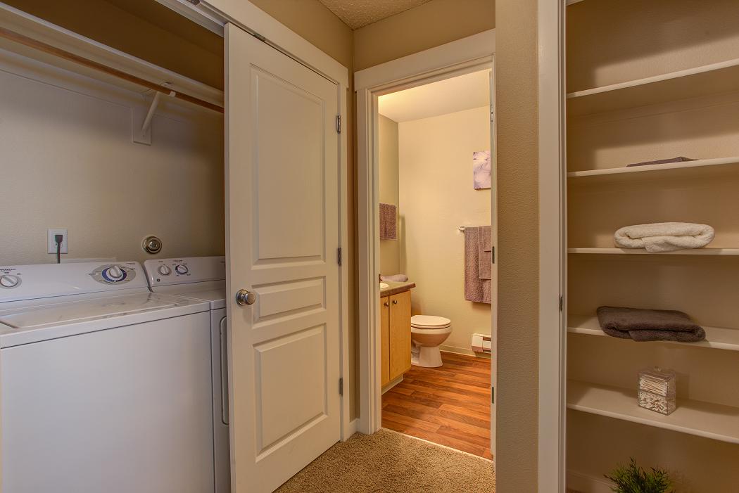 3 bedroom beaverton apartment- commons at timber creek