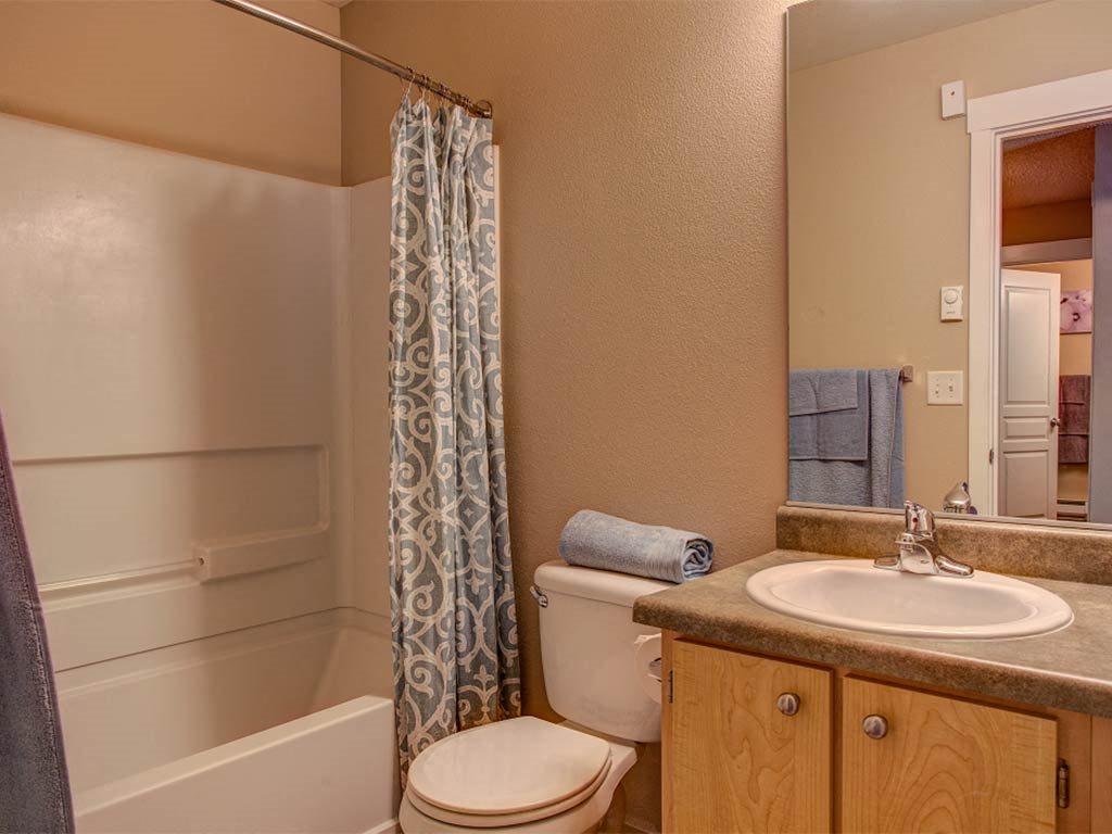 Model Bathroom at Commons at Timber Creek, Portland, Oregon