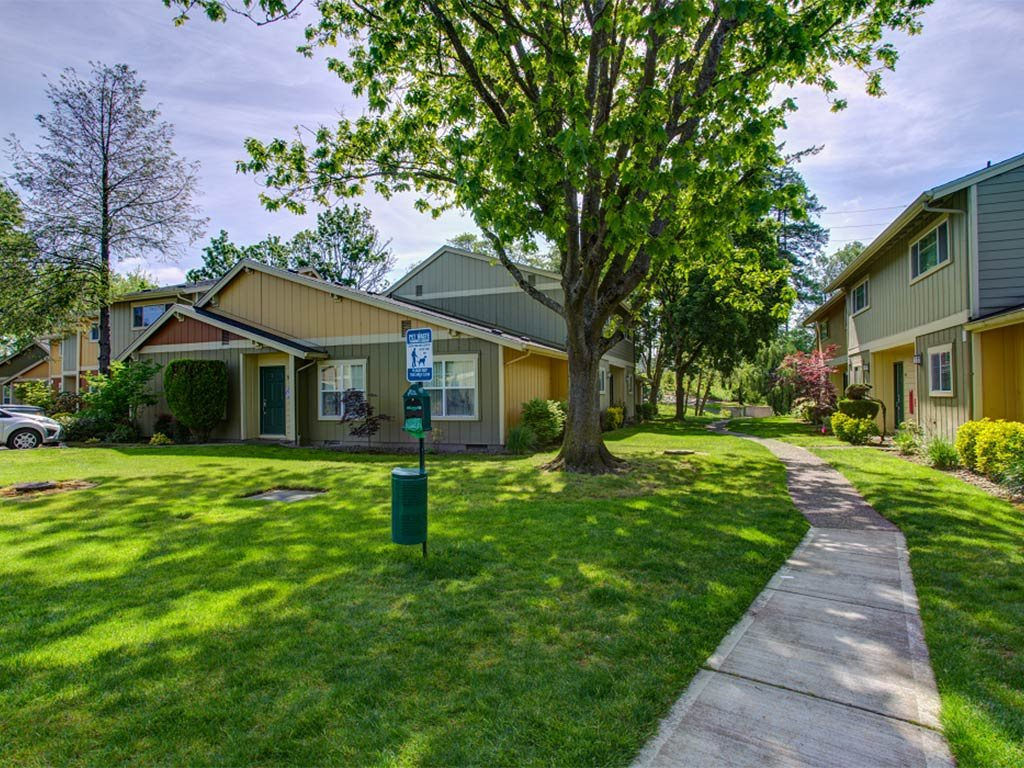 Gorgeous Landscaped Walkways at Commons at Timber Creek, Oregon, 97229