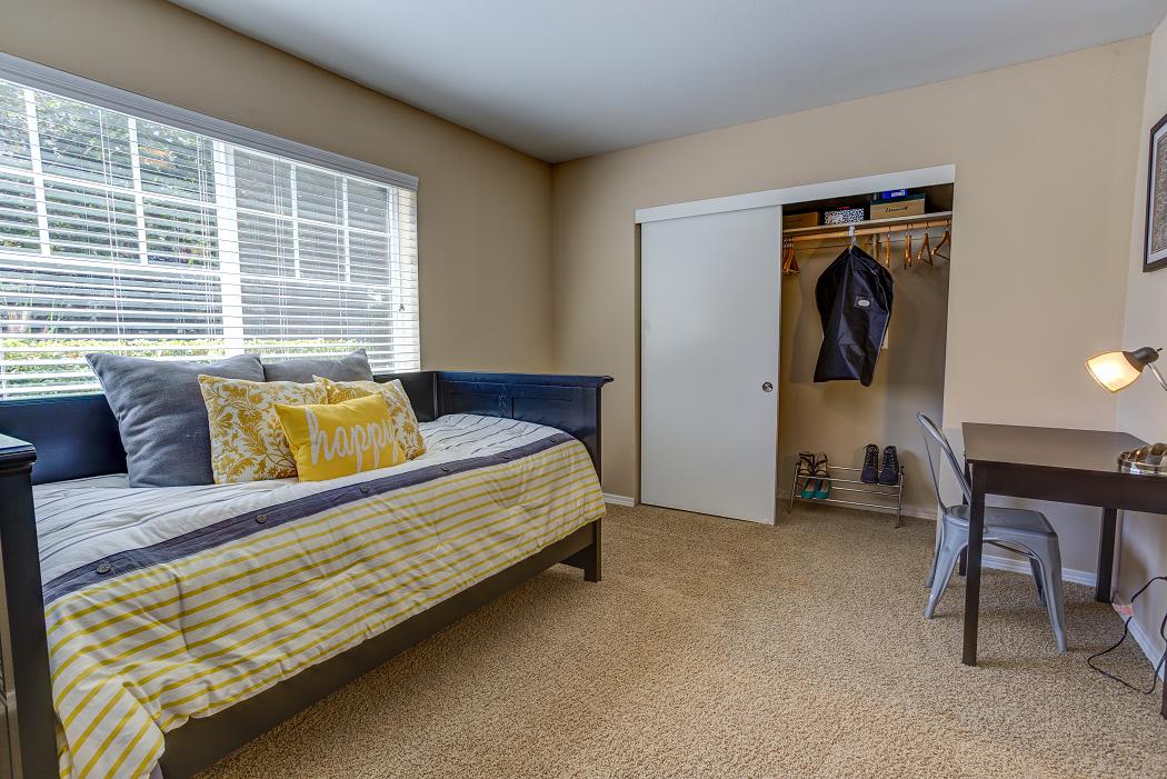 Commons at Hawthorn Village Apartments in Hillsboro, Oregon