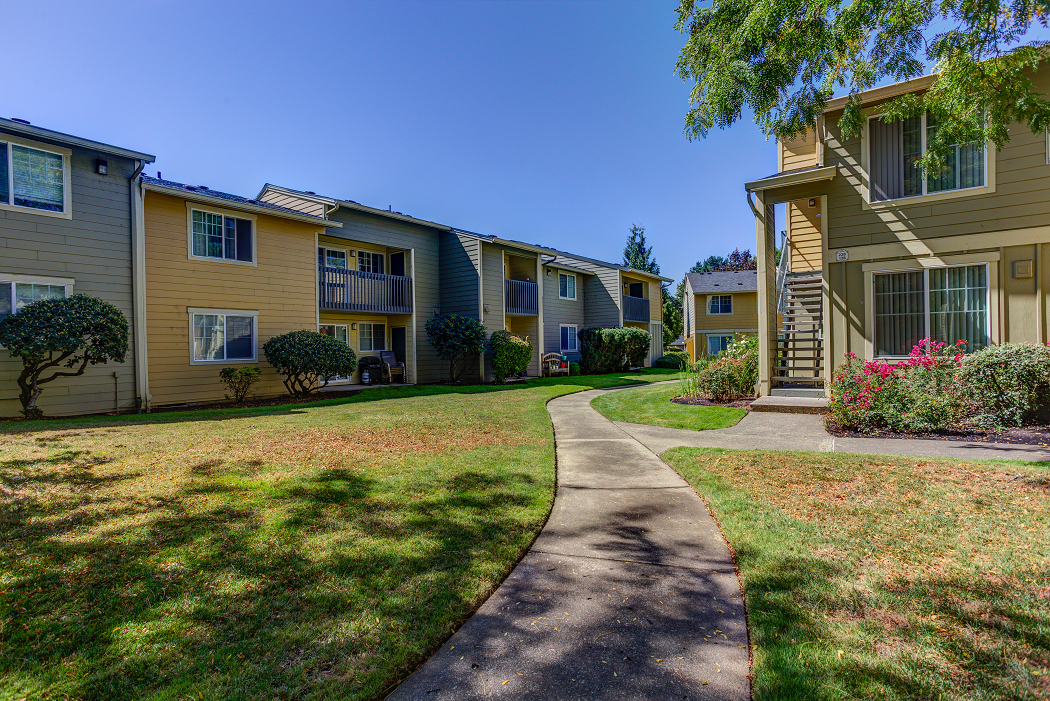 Apartments Near Orenco, Commons at Hawthorn Village