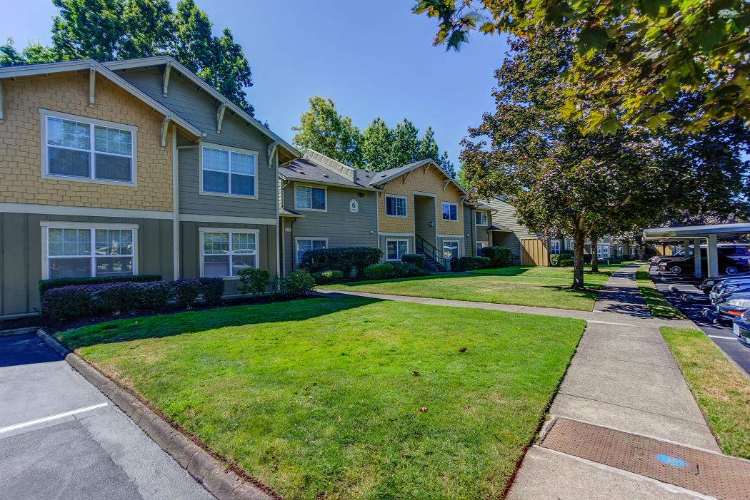Apartments Near Intel Hillsboro, Commons at Hawthorn Village